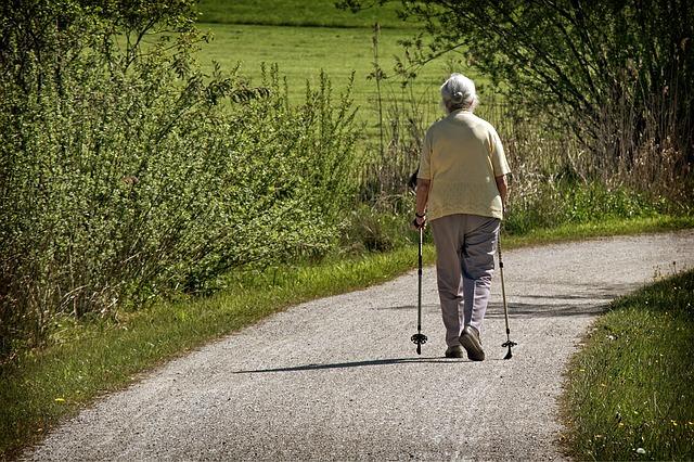 sportující babička