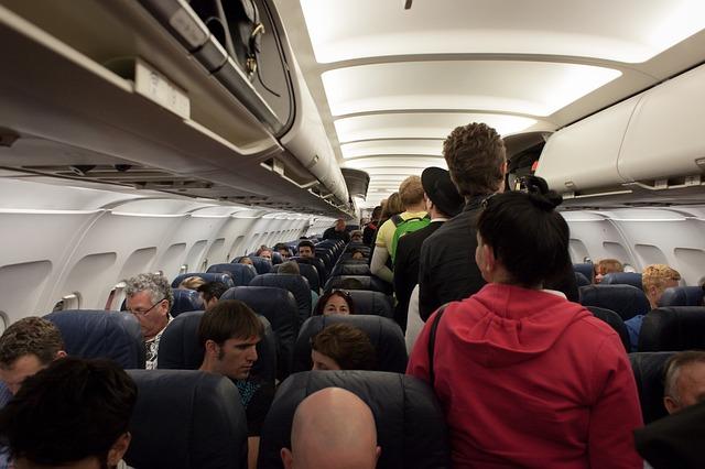 cestující letounu