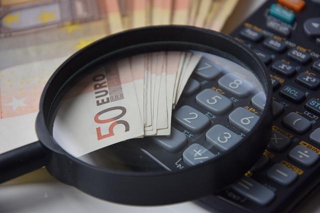 lupa na kalkulačce.jpg