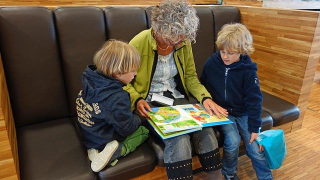 babička čte vnoučatům