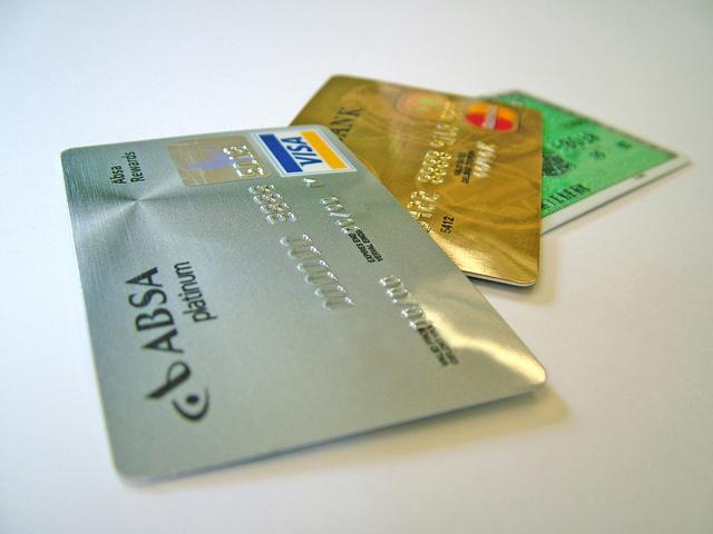 platinová a zlatá kreditní karta