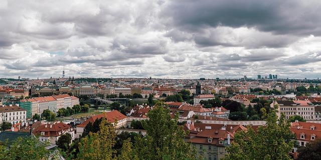 výhled na Prahu z Petřína.jpg
